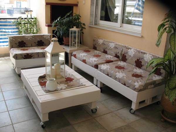 Sofa And Coffee Table Made From Recycled Pallets Living Room Pallet Projects Pallet Lounges & Garden Sets