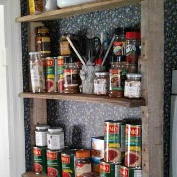 Idea For a Rustic Pallet Shelf in Your Kitchen